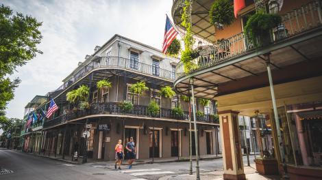 Paseando por el French Quarter en Nueva Orleans, Luisiana