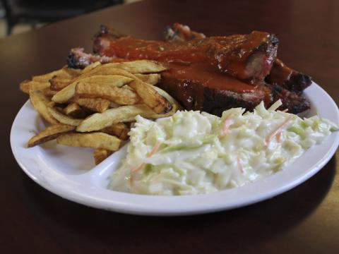 Servicio de comida galardonada en el Rock'n Ribs BBQ Festival