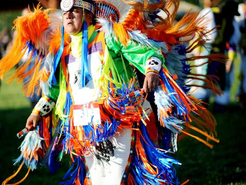 Un participante en Sault Tribe Summer Gathering Powwow