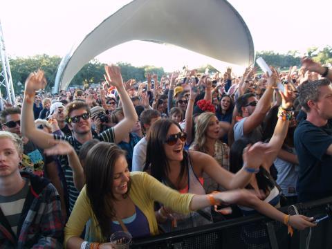 El público se conecta con la música en VooDoo Fest