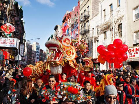 El dragón lidera el trayecto en Lunar New Year Parade
