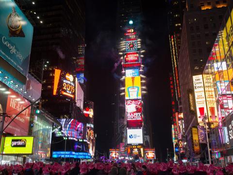 Antes de que caiga la bola en la víspera de Año Nuevo en Times Square