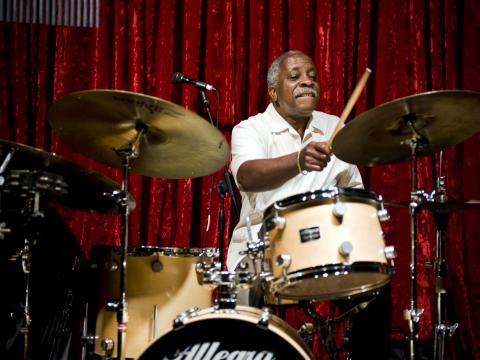 Presentación de un baterista en Portland Jazz Festival
