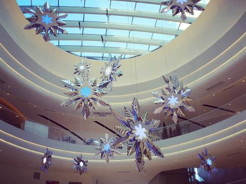 Los corredores del Mall of America decorados para las fiestas de fin de año