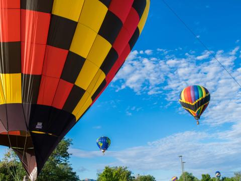 Los coloridos participantes de The Cortez Hot Air Balloon Rally