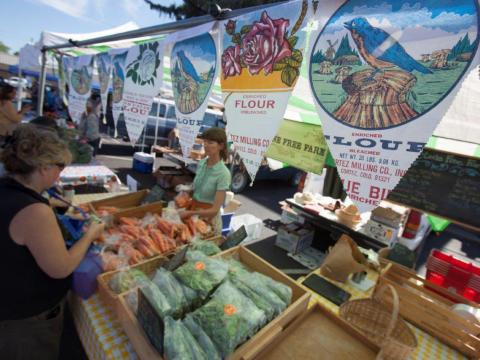De compras en Dolores Harvest Festival