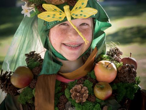 Participando de la diversión con disfraces de Fairy House Festival