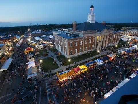 Vista aérea del evento de Santa-Cali-Gon Days