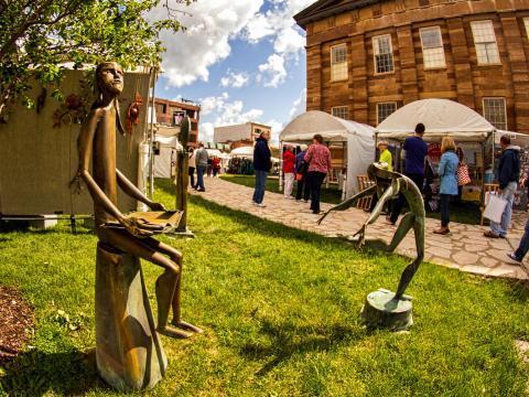 Algunas piezas de la Old Capitol Art Fair