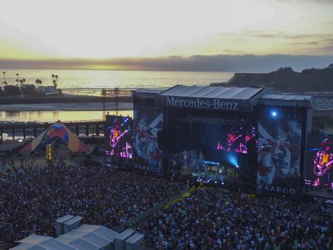 El escenario frente al mar del festival KAABOO en San Diego
