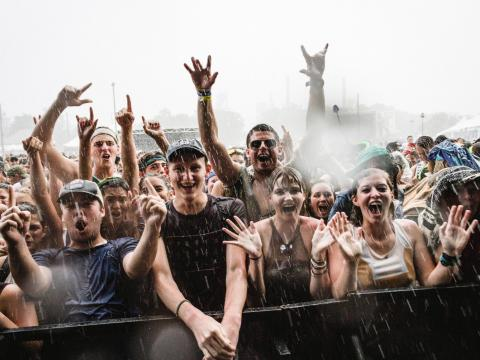 La multitud feliz en Sloss Music & Arts Festival