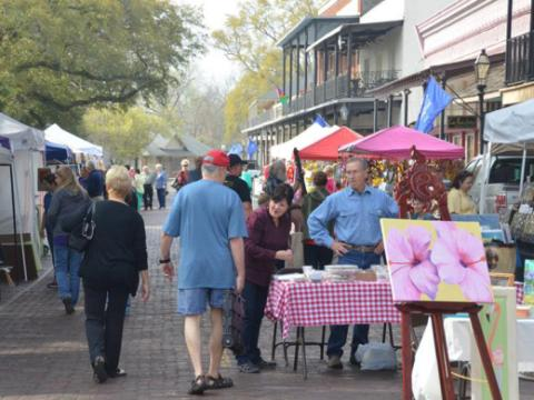 Compras únicas de arte local y regalos en el evento Sale on the Trail