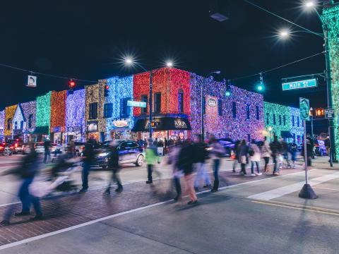 Luces iluminan los edificios para el Big Bright Light Show en Rochester