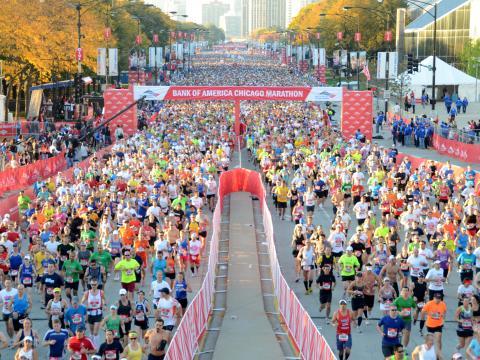 Algunos de los 45000 corredores que compiten en el Chicago Marathon