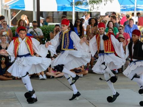 Bailes tradicionales durante el Columbus Greek Festival