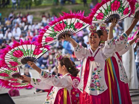 Demostración cultural durante el Columbus Asian Festival